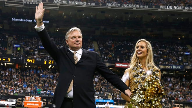 Morten Andersen salutes the Superdome crowd after his induction into the Saints Ring of Honor in 2015.