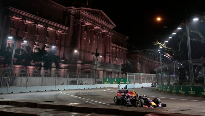 The Russian Government wants to extend its contract to hot a F1 Grand Prix and model it off of the Singapore Grand Prix as a night race.