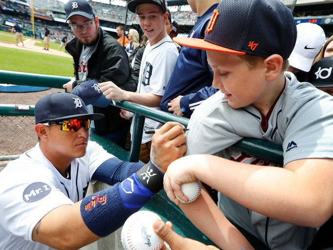 Detroit Tigers first baseman Miguel Cabrera signs autographs