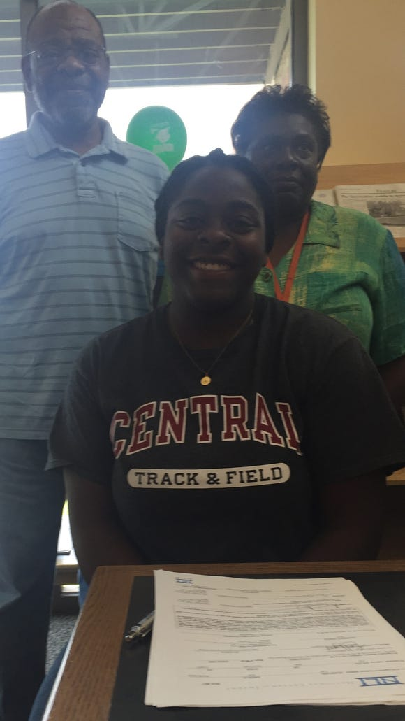 West Salem senior Angela Mumford has signed a letter of intent to compete in track and field at Central Washington.
