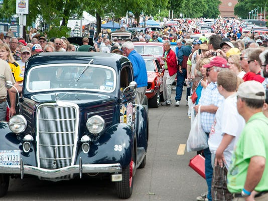 1935 Ford of the Jasons at the 2013 start in St. Paul.jpg
