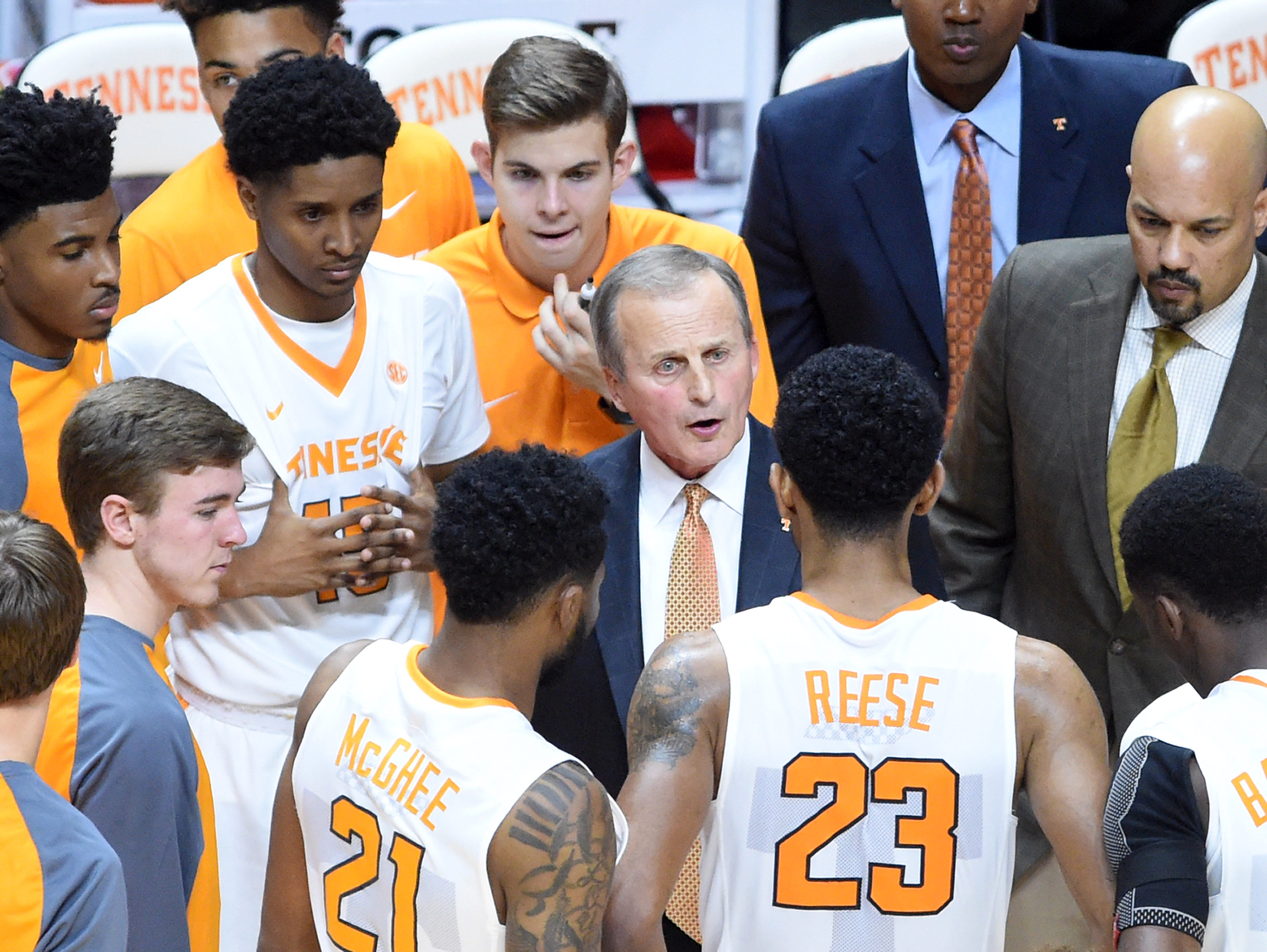 Tennessee coach Rick Barnes gathers players in a huddle during the second half against Alabama-Huntsville on Nov. 6, 2015.