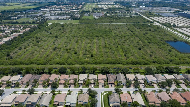 The Canyon Lakes development, bottom, next to a 39-acre site at the southeast corner of Boynton Beach Boulevard and Acme Dairy Road where builders propose 432 workforce homes and 261,300 square feet of commercial space.