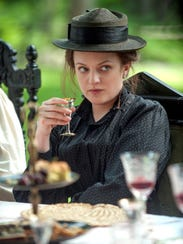 "Elisabeth Moss as Masha in ""The Seagull."""