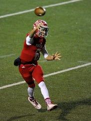 Sweetwater quarterback Chris Thompson (6) throws a