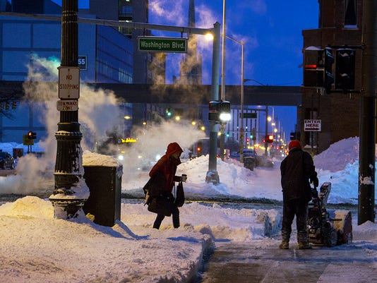 635606279624033600-snow-blower-federal-courthouse2
