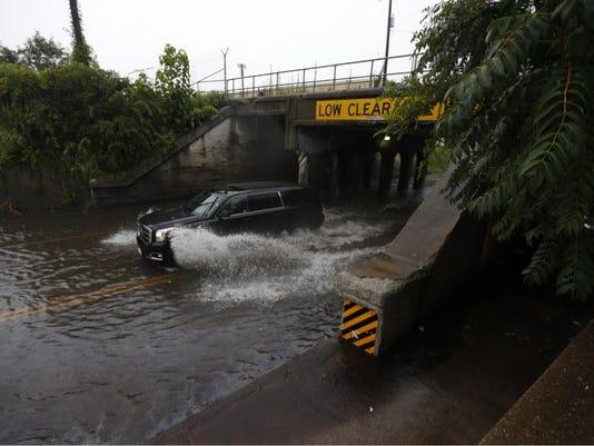 635743740214875320-flooding