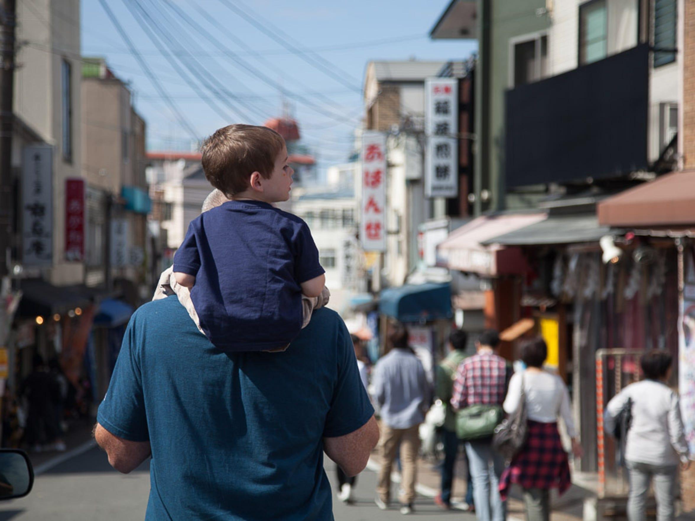 Walker Hughey explores the streets of Kyoto on Derek