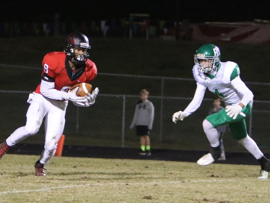 Hillcrest's Quentin Martin(9) brings down a pass from Hillcrest's Collin Sneed (12) for a touchdown.