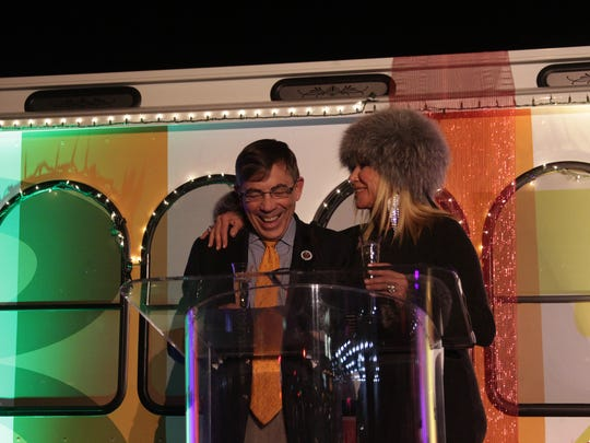 Palm Springs Mayor Robert Moon and Suzanne Somers toast