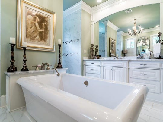 The master bathroom at 9942 Pecan Place in Shreveport.