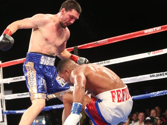 Sullivan Barrera, in white gloves, during his fight