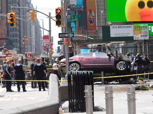 636307077372994026-Times-Square-crash.jpg