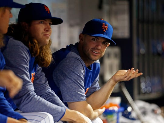 David Wright talks with Jacob deGrom and Noah Syndergaard.