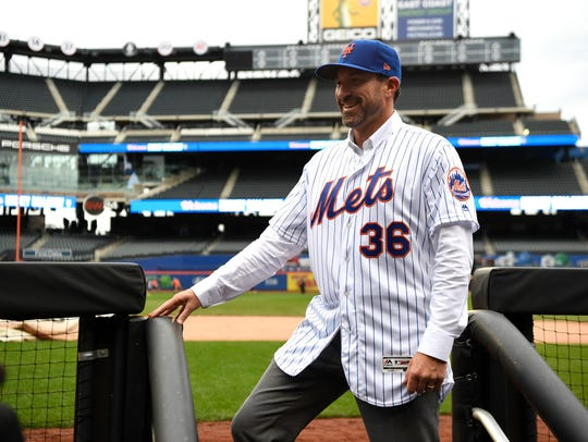 Mickey Callaway at Citi Field