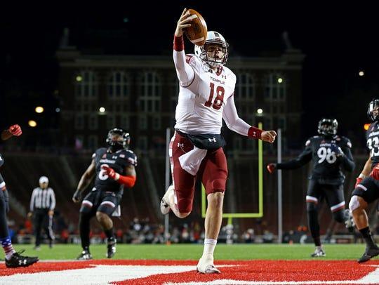 Temple Owls quarterback Frank Nutile (18) scores a