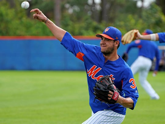 New York Mets relief pitcher Anthony Swarzak (38) warms