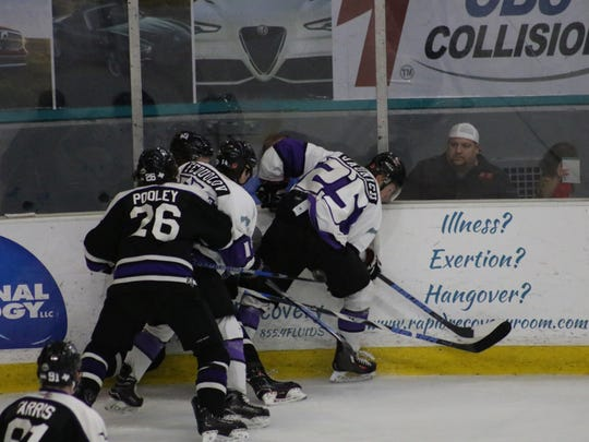 The Shreveport Mudbugs and Lone Star Brahmas battle