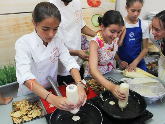 During a challenge at Camp MasterChef Spain, two campers race to make the perfect pancakes.