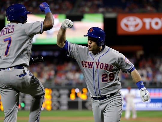 New York Mets' Devin Mesoraco, right, and Jose Reyes