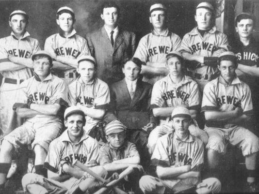 636356459072142324-Mishicot-Brewers-baseball.jpg