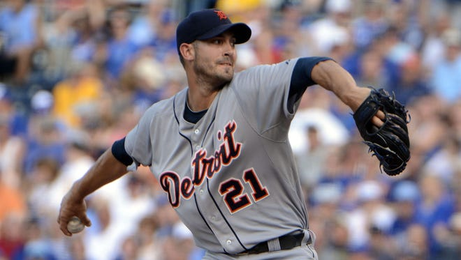 Detroit Tigers starting pitcher Rick Porcello (21) pitches against the Kansas City Royals in the first inning at Kauffman Stadium.