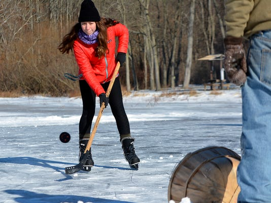 Cold weather brings out ice skaters