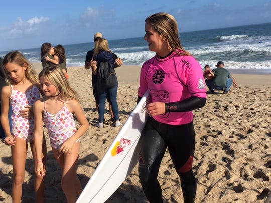Caroline Marks already is attracting young fans after qualifying for the World Tour at age 15.