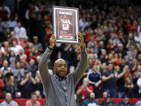 Former Cincinnati Bearcats guard Nick Van Exel is recognized