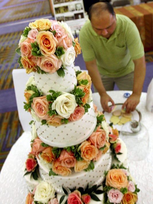 636353922753481772-0730-loc-wedding-fair01.JPG