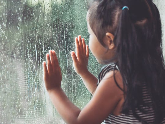 Helping children cope with the absence of a parent may help them get over their grief.