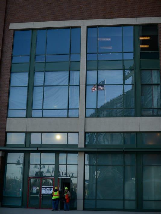 ES_GPG_Lambeau Field Atrium construction_3.9.15