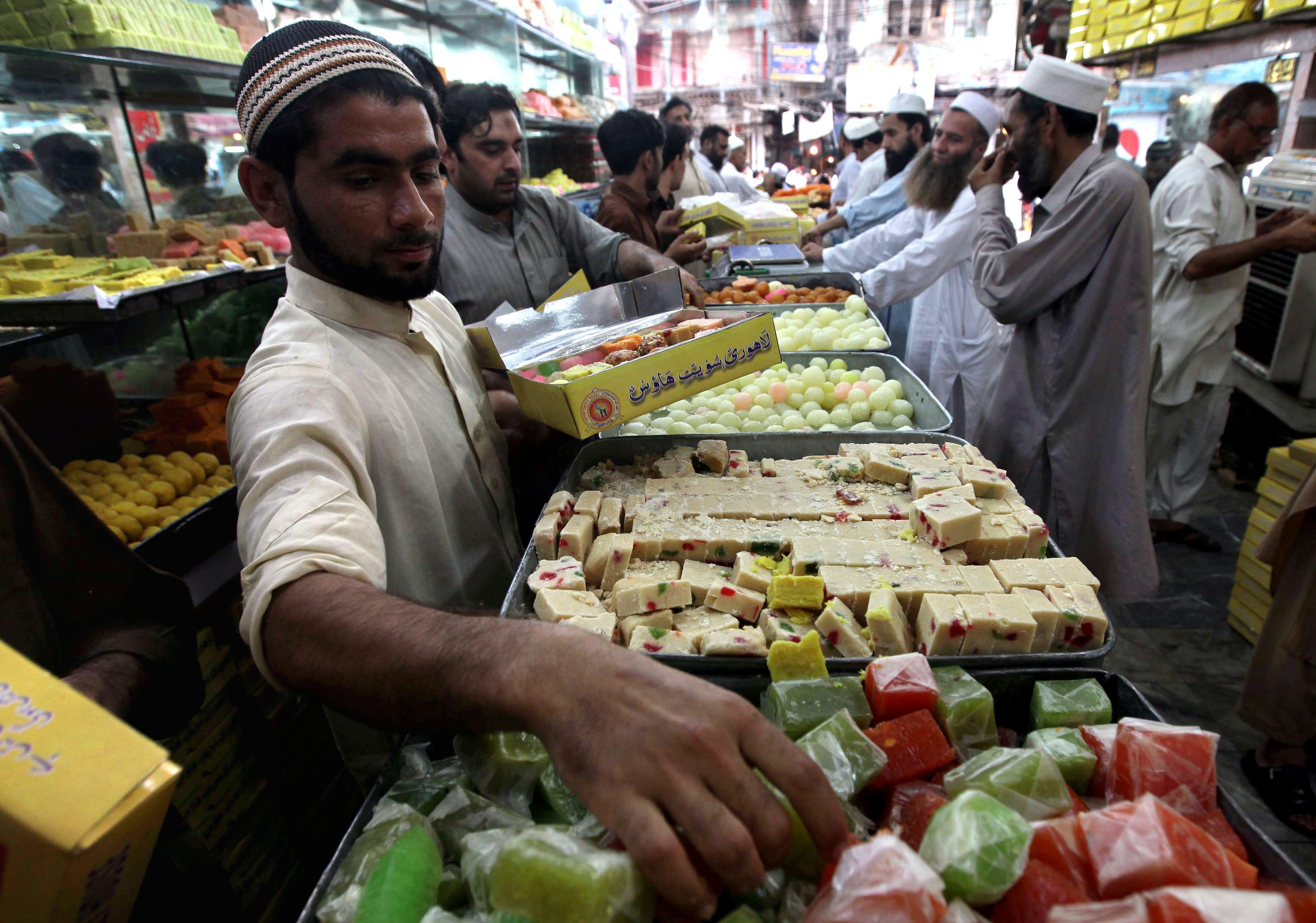 Cool Aid Eid Al-Fitr Food - 636311463267508043-EPA-PAKISTAN-RAMADAN-EID-AL-FITR-PREPRATIONS  Collection_469497 .jpg
