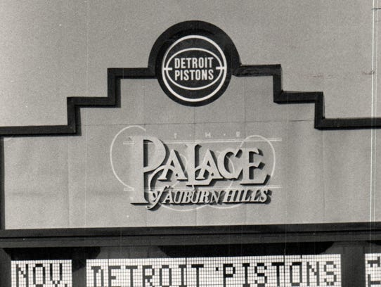 The Palace of Auburn Hills sign near the time it opened.