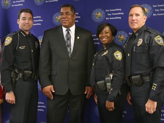 -police meeting17.JPG_20140710.jpg