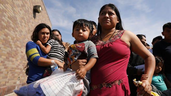 Es muy bajo el porcentaje de familias migrantes detenidas en la frontera las que logran obtener asilo en EU.
