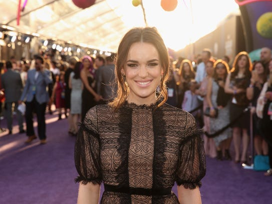 Actress Elizabeth Henstridge attends the premiere of