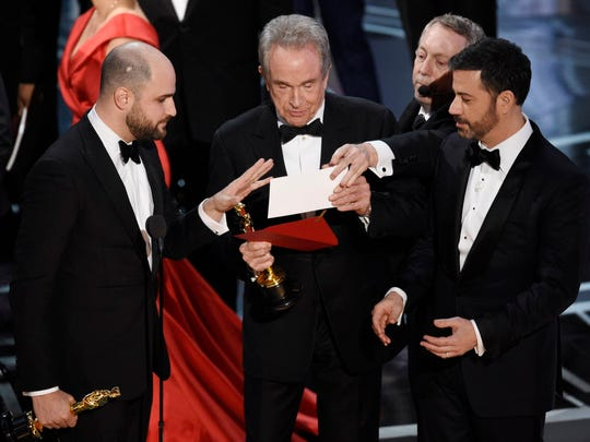 Warren Beatty puzzles over the Oscars best-picture