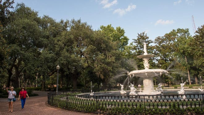 A letter writer expresses dismay over the absence of masks among many Forsyth Park visitors.