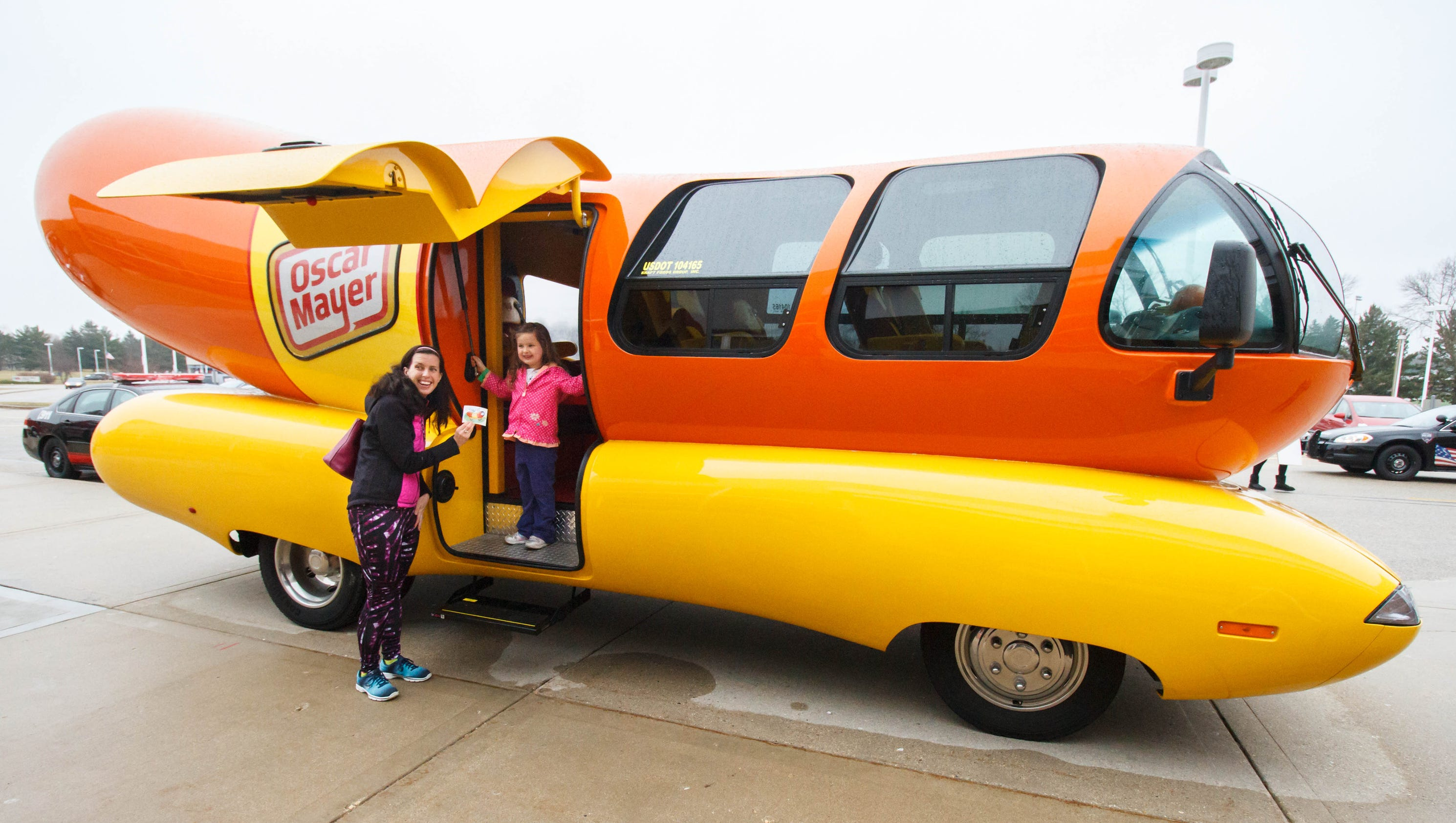 2007 07 01 archive likewise World S Largest Catsup Bottle Could Use Hand also Vintage Oscar Mayer Wiener Whistle 1960s further Photos together with Wienermobile. on old oscar mayer wienermobile
