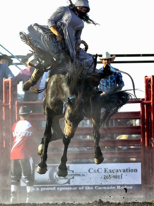 -cascade rodeo 2.jpg_20140809.jpg