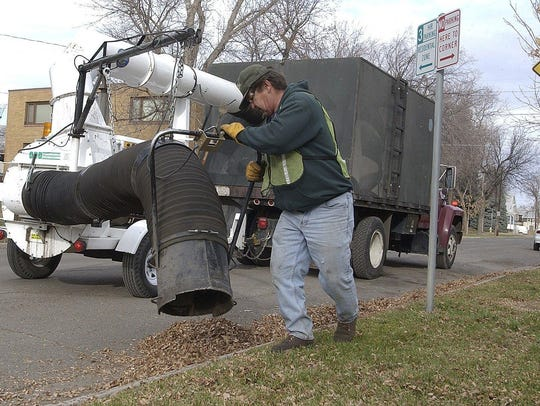 For residents in the Boulevard District, the Natural Resources Division will vacuum leaves from the boulevards.