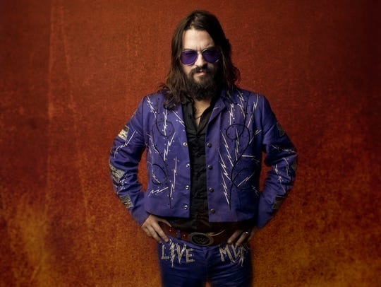 Shooter Jennings rides into town for a show at Fifth
