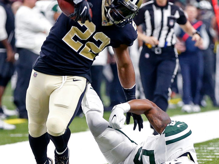 New Orleans Saints running back Mark Ingram (22) tries to get past New York Jets inside linebacker Darron Lee (58) on a 54-yard pass play in the first half of an NFL football game in New Orleans, Sunday, Dec. 17, 2017. (AP Photo/Gerald Herbert)