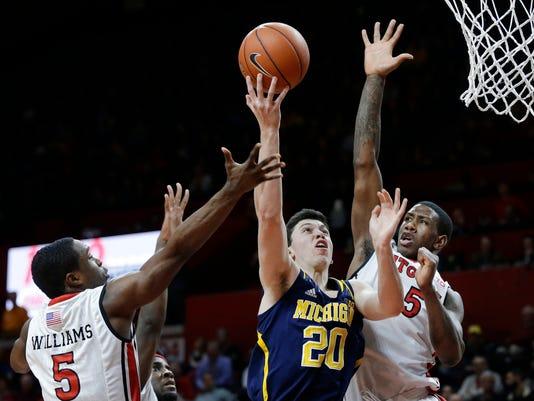635573930863797705-AP-Michigan-Rutgers-Basketba-2-