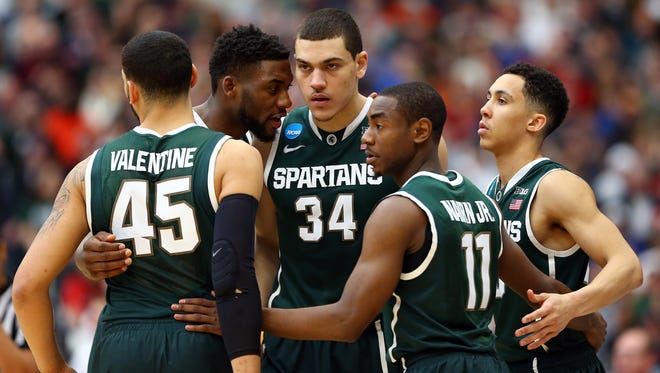 SYRACUSE, NY - MARCH 29:  Branden Dawson #22 of the Michigan State Spartans talks with his teammates in a huddle against the Louisville Cardinals during the East Regional Final of the 2015 NCAA Men's Basketball Tournament at Carrier Dome on March 29, 2015 in Syracuse, New York.  (Photo by Maddie Meyer/Getty Images)