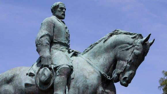 Robert E. Lee statue.