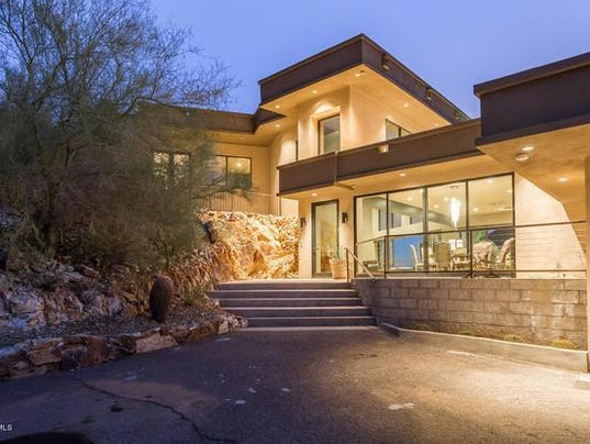 Luxury homes 2 4m paradise valley estate features 20 for Luxury home features