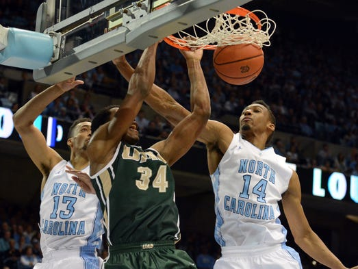UAB forward William Lee (34) throws down a two-handed