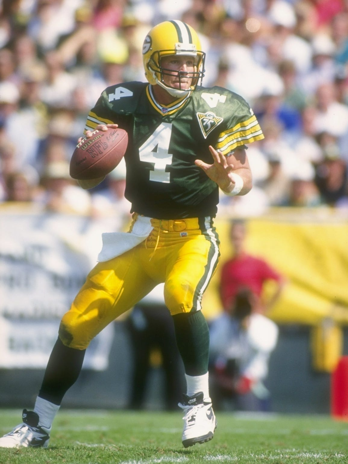 brett favre in signature plays brett favre looks to pass during a 1993 game